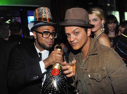 bruno mars y philip lawrence